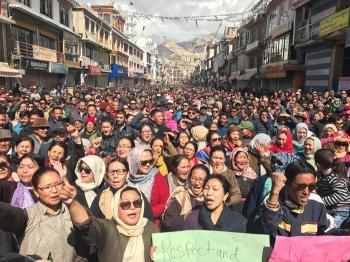 Police, protestors clash in Leh