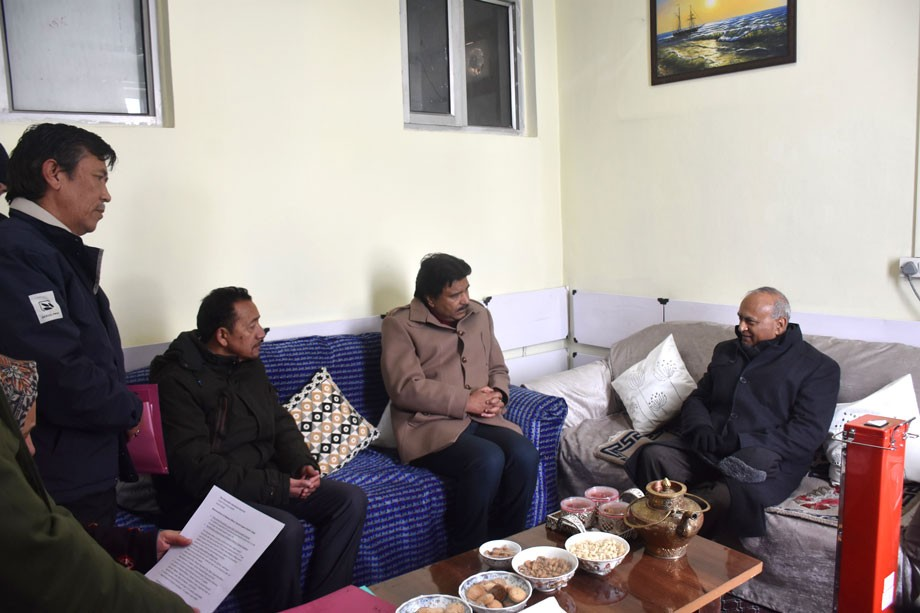 L-G discusses promotion of winter sports in Kargil